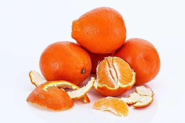 oranges in pile peeled